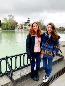 Carlen and me in el Parque Retiro